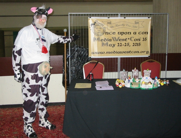 MediaWest*Cow (the cow that jumped over the moon) won a hall costume ribbon at Detcon 1!
