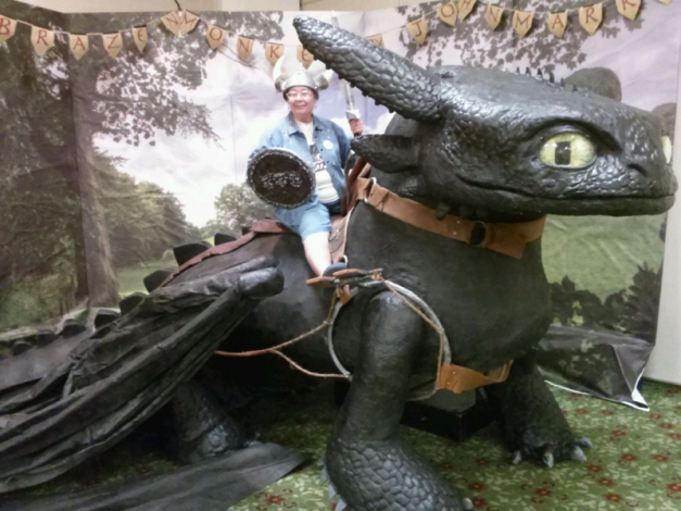 Toothless visits the Art Show
